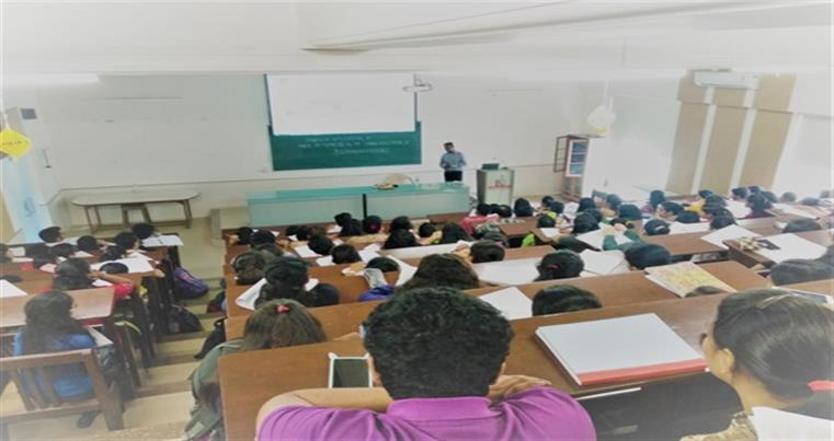 Dr Jayaprakash Natarajan  Analytical Scientist addressing the Students of our College
